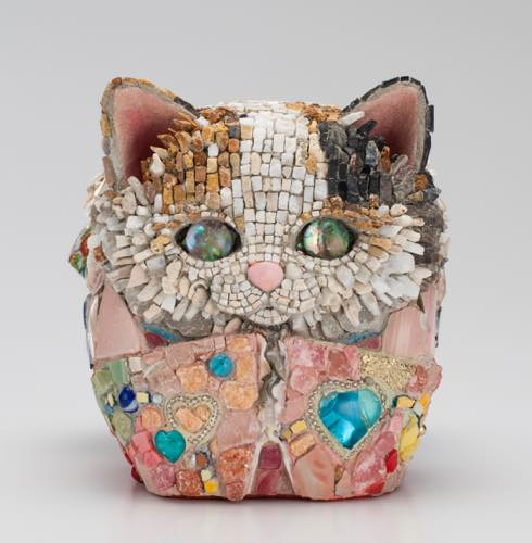 Kayo NISHINOMIYA「猫だるま−拾玖ノ姫(じゅうくのひめ)・愛」2015 18.2×17.5x20.4cm, モザイク