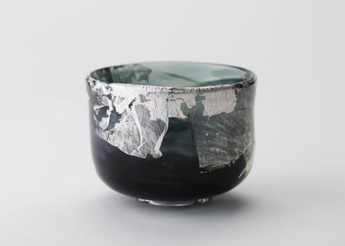 イイノナホ 黒彩 01 ガラス、銀箔 φ11.3×h8.5 2019