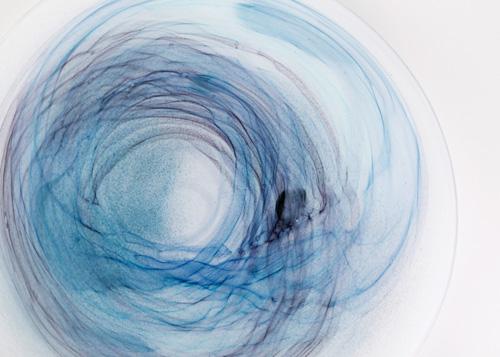 イイノナホ 時の素描11 大皿(青)部分 2020 手吹きガラス Φ37×H2.3cm