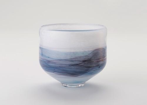 イイノナホ 時の素描4(抹茶碗ー青 外に着色) 2020 手吹きガラス Φ12×H12cm
