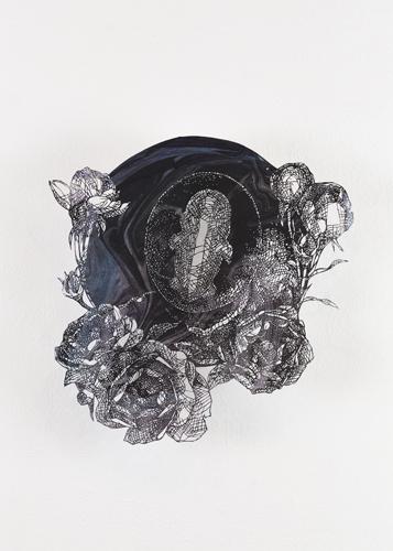 盛田 亜耶 聖なる胎児-3ヶ月 2019 45.0×43.0cm(額寸) 切り絵、マーブリング