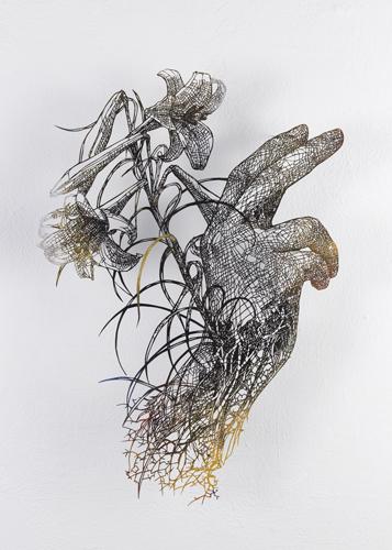 盛田 亜耶 告知する大天使ガブリエルの手 2019 58.0×46.0cm(額寸) 切り絵、アクリル絵具