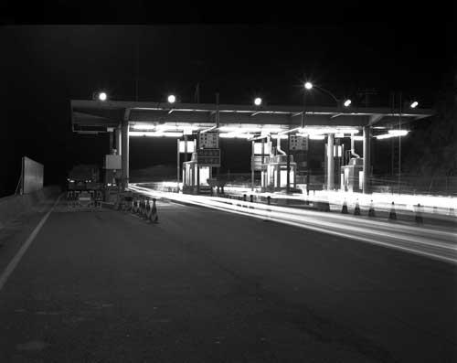 Toshio SHIBATA - N-079 Night Photo , 神奈川県逗子市 湘南道路料金所 , 1982 ,ゼラチン・シルバー・プリント