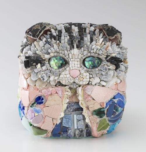 西ノ宮佳代 猫だるま−弐十ノ姫(にじゅうのひめ)・青薔薇  2015 18.2×17.5×20.4cm モザイク
